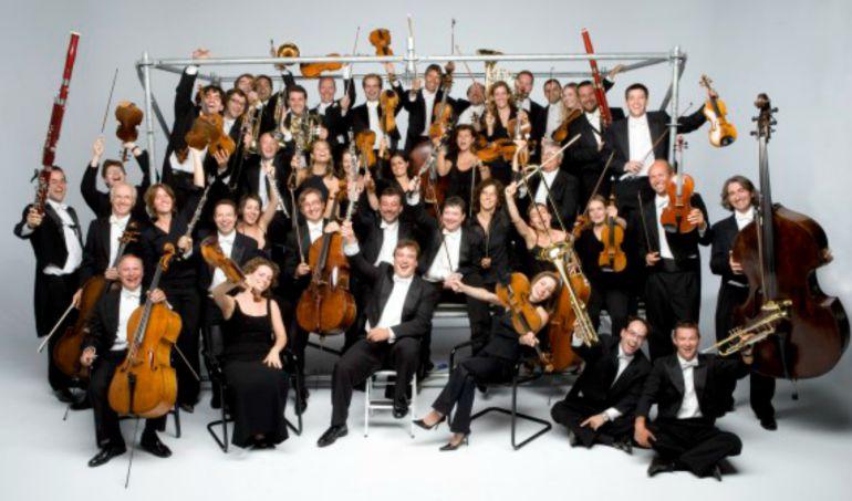Fotografía de los músicos de la obra maestra sinfónico-lírica de fuerte contenido espiritual del maestro de Pesaro, dirigida por el director referencia en Rossini.