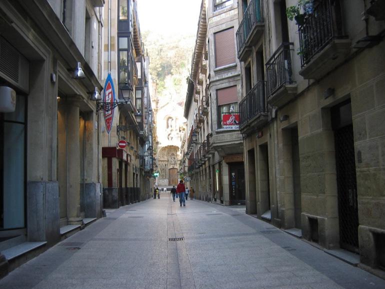 Imagen de la parte vieja de San Sebastián, en la que se encuentran varios inmuebles sin ascensores.