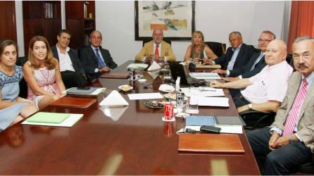 Reunión del consejo de administración de Mercavalència en el que Miguel Ramírez (4º izda) era vicepresidente y Pablo González (3º izda) era consejero.