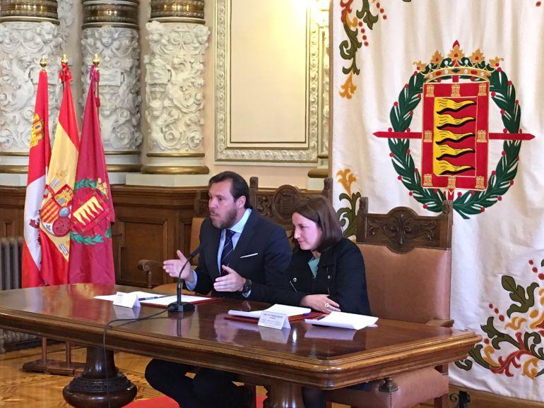 Óscar Puente y María Sánchez