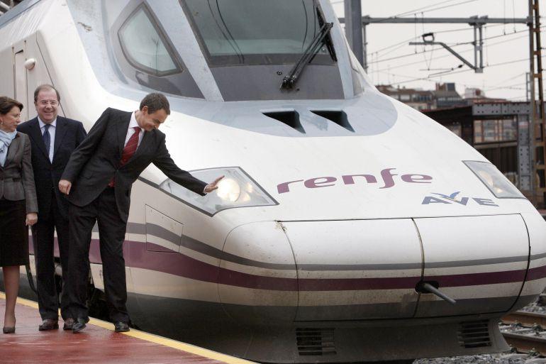 El ex presidente Rodríguez Zapatero, durante la inauguración del AVE Valladolid-Segovia-Madrid