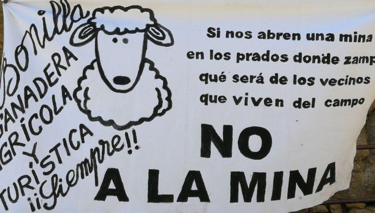 """""""No a la mina"""" en la campa de Villalar"""