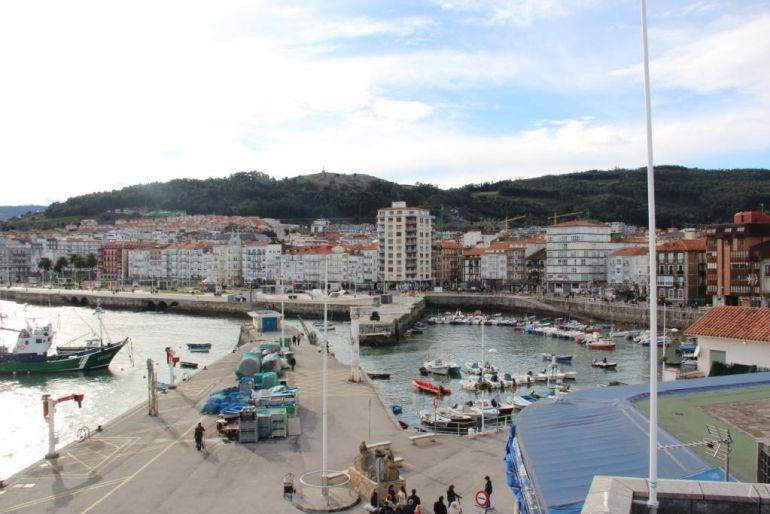 Panorámica del puerto de Castro Urdiales.