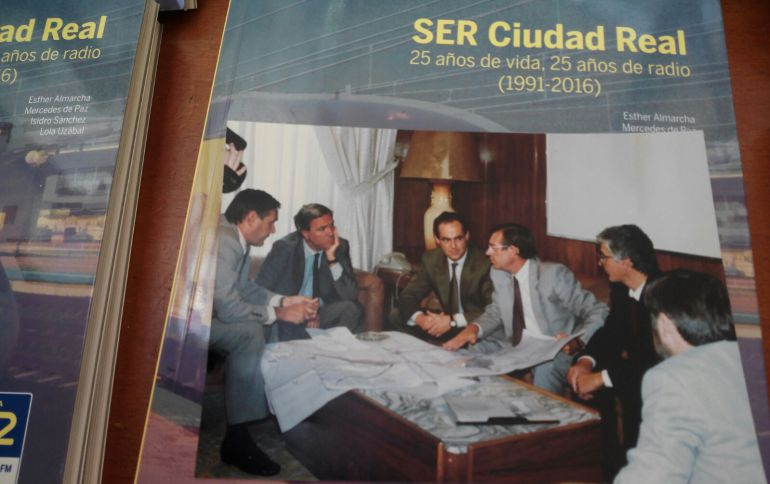 Instantánea de la decisiva reunión que en 1989 determinó la llegada del AVE a la provincia de Ciudad Real