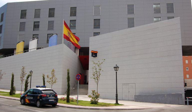 Fachada de la comisaría de la Policía Nacional de Móstoles