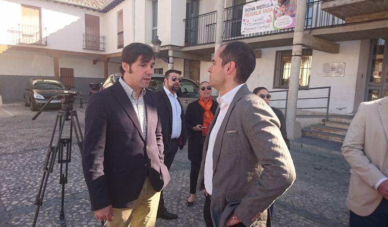 Ignacio Aguado, acompañado por el alcalde de Valdemoro