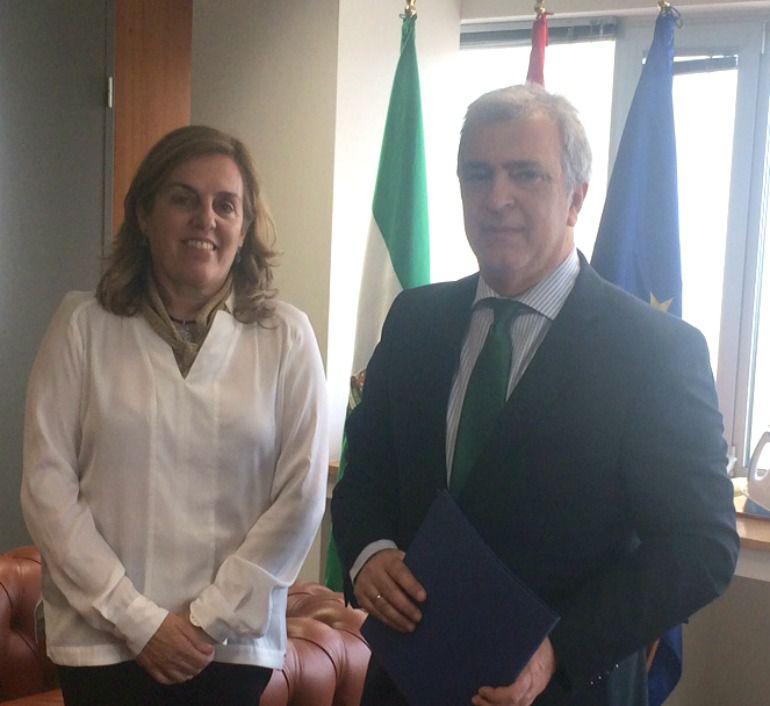 La presidenta de la Audiencia Provincial de Málaga, Lourdes García y el Juez Decano, José María Páez