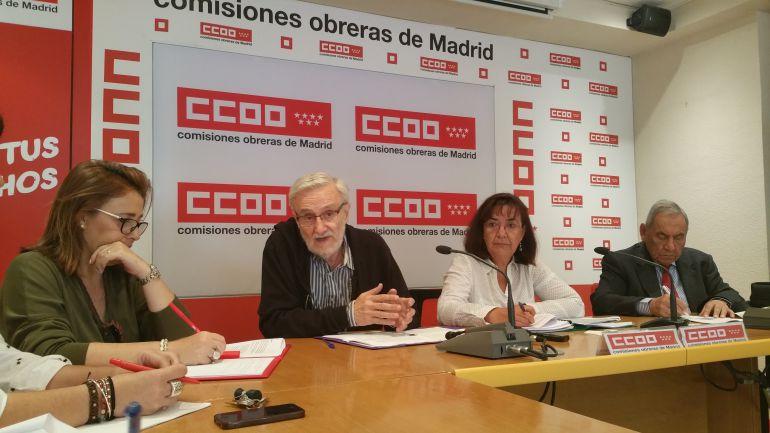 Miembros del Observatorio Madrileño de Salud, en la presentación del estudio