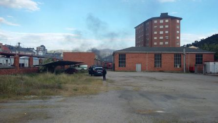 Arde una vagoneta de mantenimiento en desuso en la estación de Renfe de Ponferrada