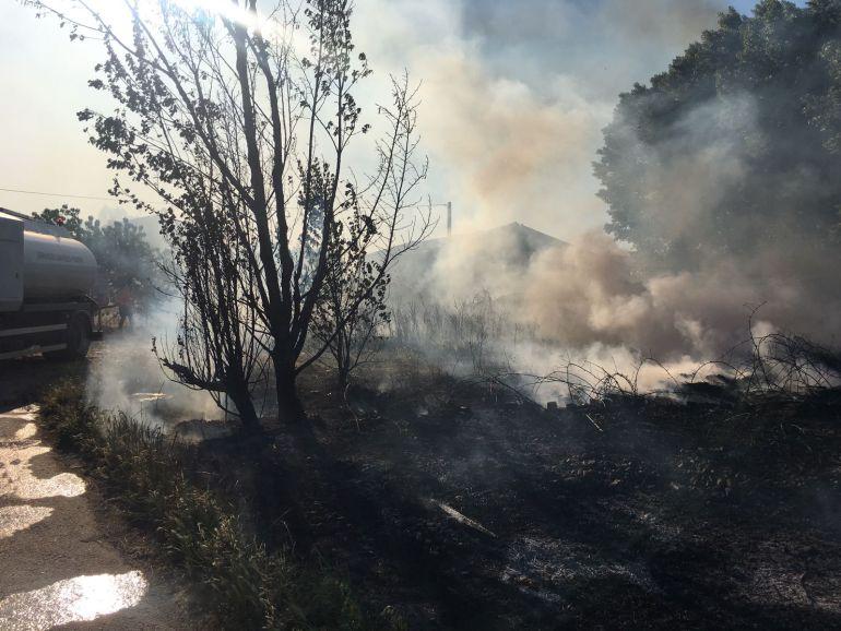 Sofocan un incendio en pleno Camino de Santiago en Camponaraya