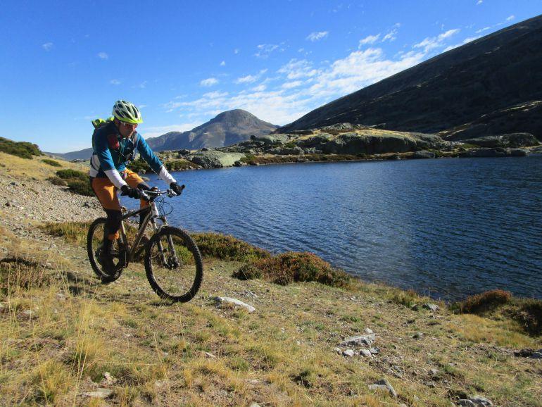 Una atractiva guía desvela los numerosos atractivos de la provincia para el turismo en bicicleta