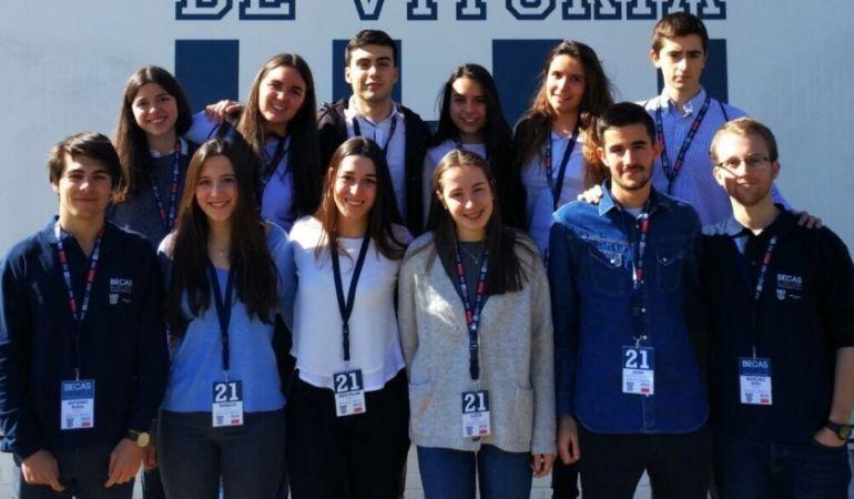 Lucía Gárriz junto a otros estudiantes becados con un viaje para conocer la realidad y origen las universidades europeas