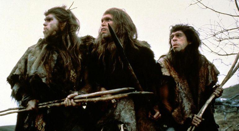 Fotograma de la película francesa 'En busca del fuego' dirigida en 1981 por Jean-Jacques Annaud.