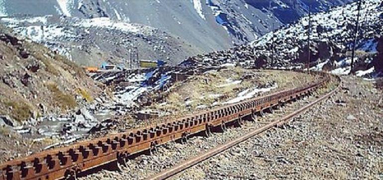 Via ferrea con cremallera del Trasandino Los Andes - Mendoza, entre Chile y Argentina. Funcionó hasta 1984.