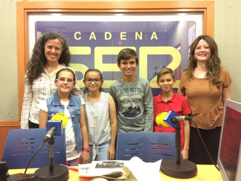 Isabel Reyes, nuestra invitada con Yolanda, Carla, Álvaro, Adrián y su profesora Esther