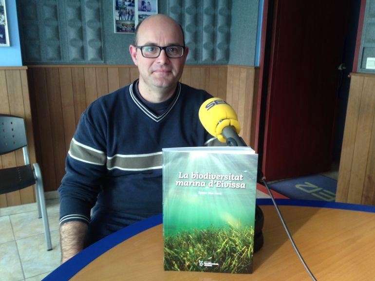 Xavier Mas, en los estudios de Radio Ibiza SER