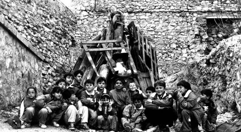 Pila de leña preparada para su quema en el entorno de Zapaterías en Cuenca, en 1988.
