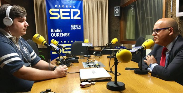 El presidente en los estudios de Radio Ourense