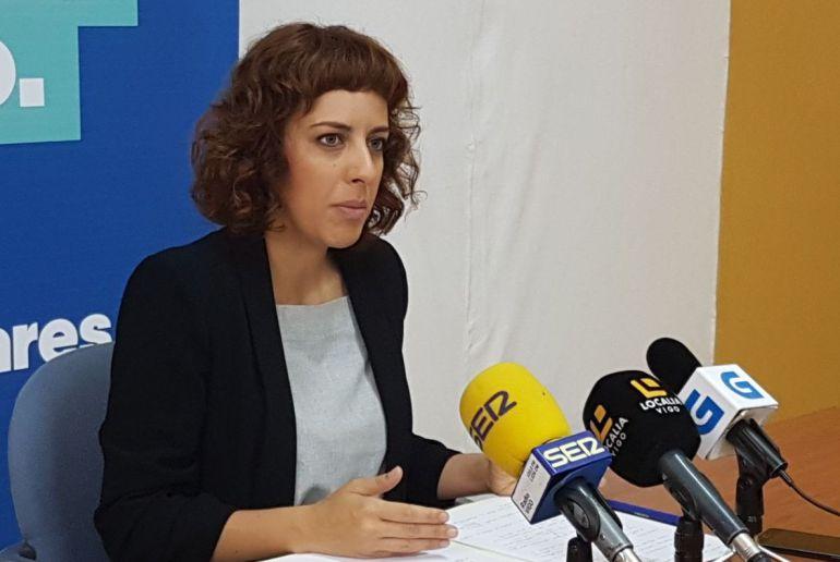 La diputada de En Marea, Alexandra Fernández, en una rueda de prensa en Vigo.