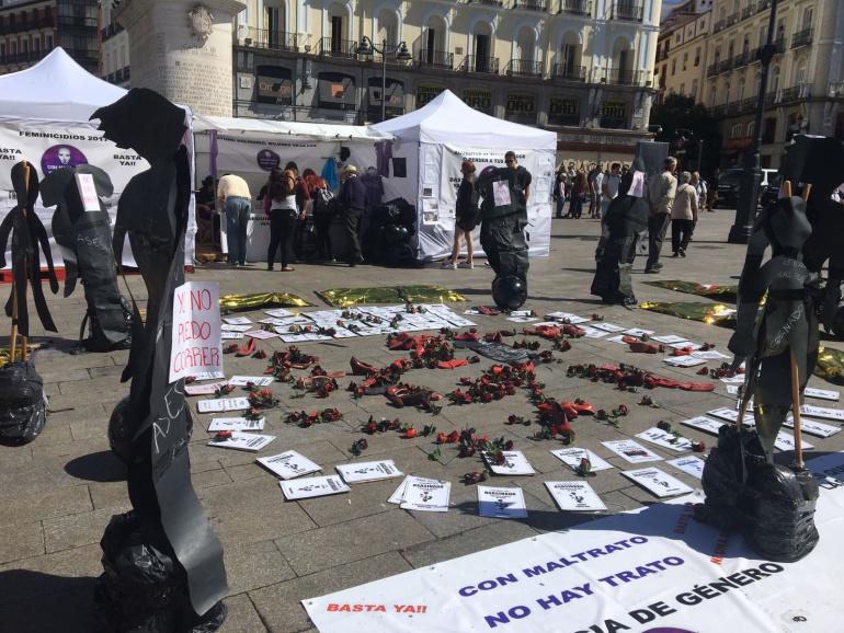 """Las mujeres de Velaluz vuelven a la Puerta del Sol: """"Nos sentimos engañadas"""""""