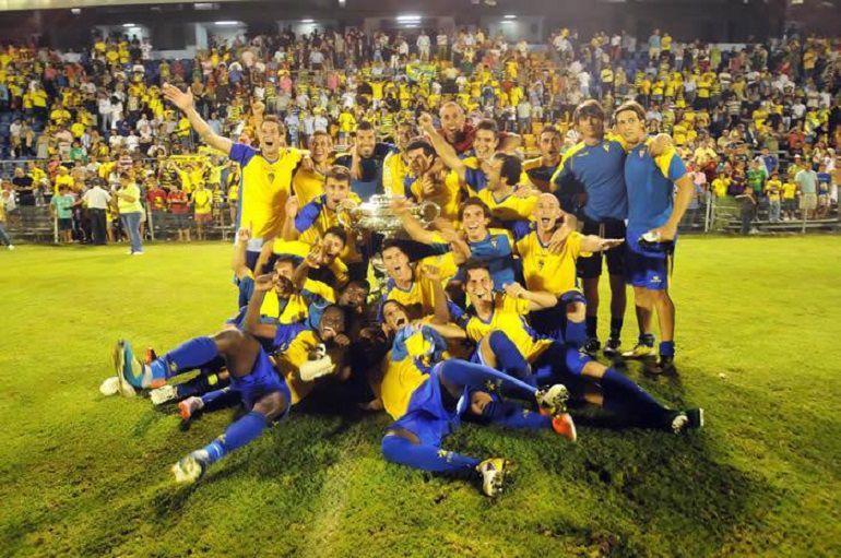 El Cádiz celebra la victoria de un Trofeo Carranza