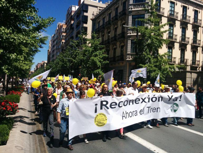 Manifestación a su paso por Gran Vía.