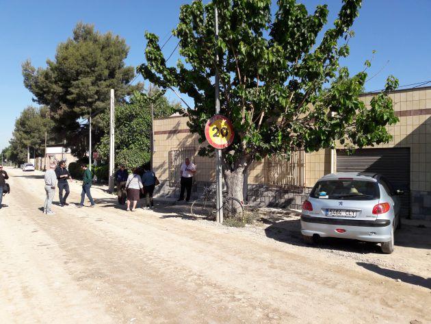 """Técnicos de ADIF: """"Si no puede entrar de frente a su casa, entre de lado"""""""