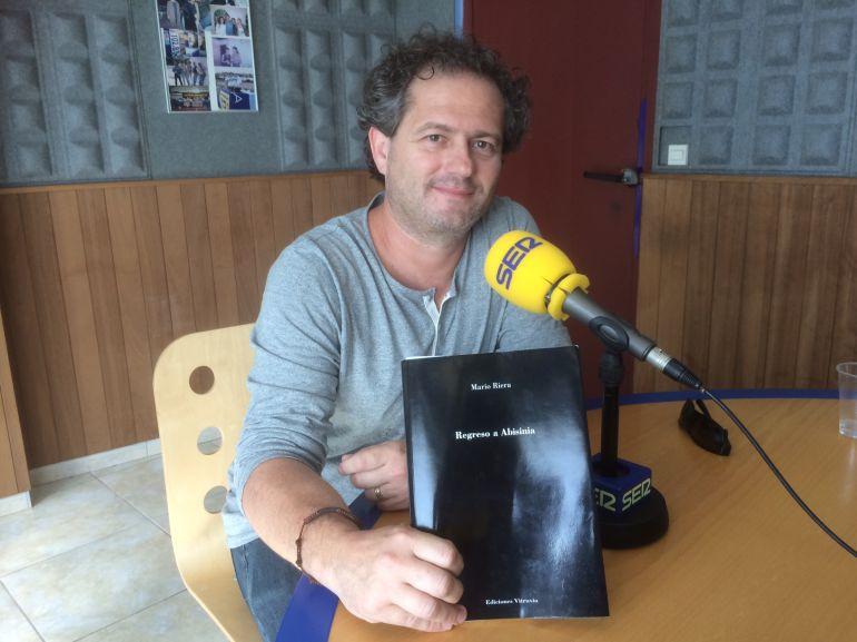 El poeta Mario Riera