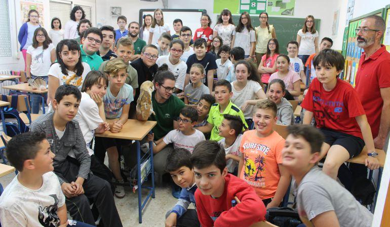 Alumnas y alumnos de 3º, 4º, 5º y 6º de Primaria del CEIP Sixto Sigler reciben la visita de los técnicos del CREA