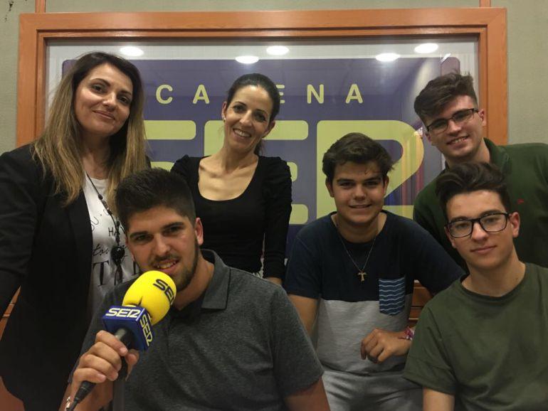 Cristina, Carmen, Juanfra, Juan Carlos, Manuel y Vicente, profesoras y participantes de la Residencia Escolar La Aduana