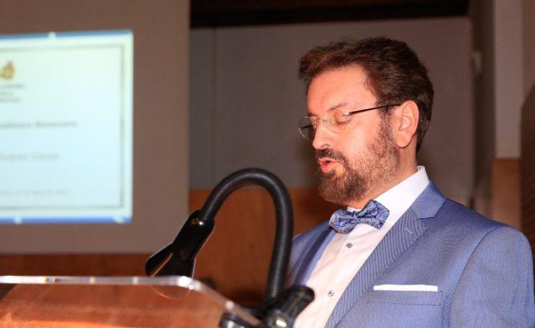 Antón Álvarez Sousa en su discurso de ingreso en la Real Academia Galega de Ciencias