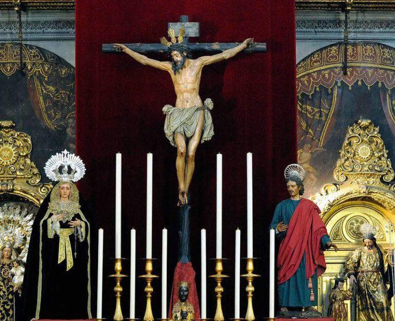 Los titulares de la Hermandad de Montserrat durante su última estancia en la parroquia de la Magdalena en el verano de 2009