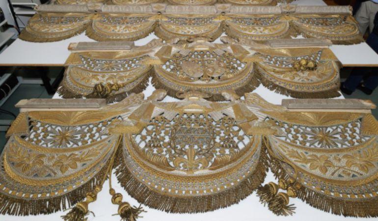 Imagen de las bambalinas del palio de la Virgen de los Ángeles de la Hermandad de Los Negritos