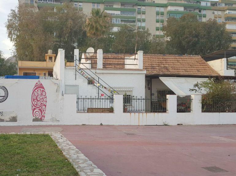 La vivienda de Cristina(a la izquierda) construida en 1996 sobre el patio de la casa en la que residía su madre desde los años sesenta