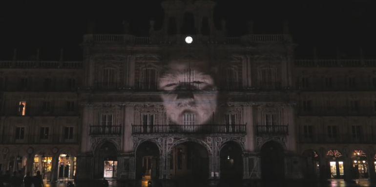 Una de las obras del Festival de Luz y Vanguardias del año 2016, en la Plaza Mayor.