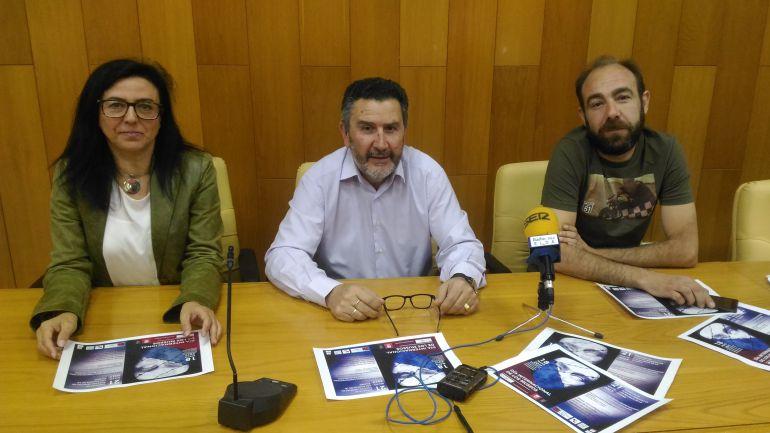 Loles Esteve, directora del Museo del Calzado, Amado Navalón, concejal de Patrimonio, y Tomás Palau, presidente de MOSAICO