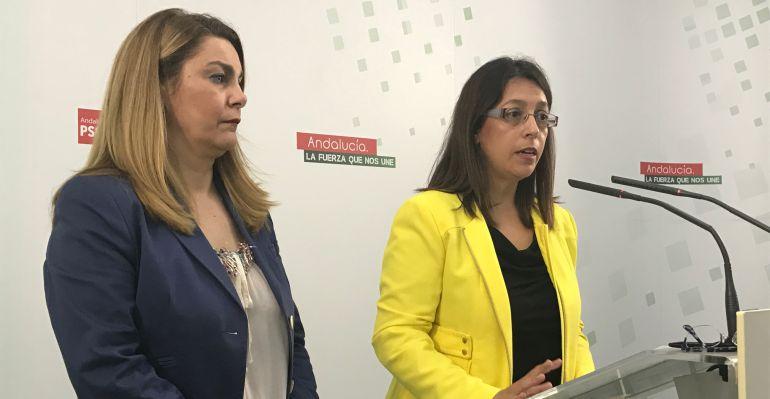 Las concejalas del PSOE, Matilde Cruz (izquierda), y África Colomo (derecha), durante la rueda de prensa.