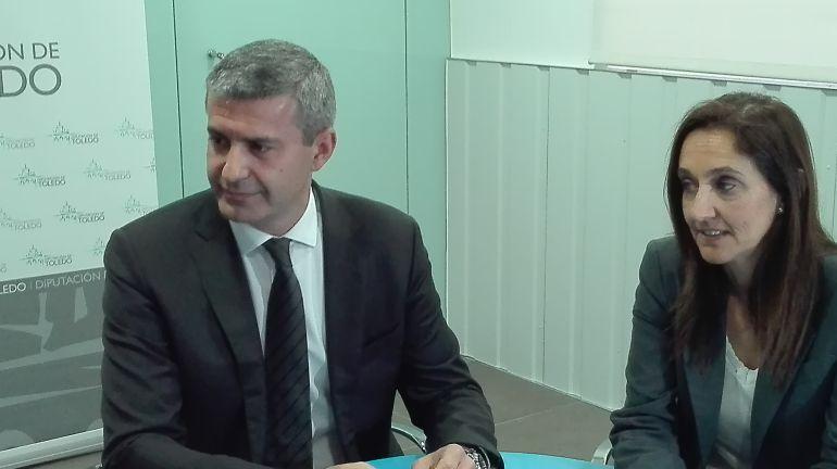 Álvaro Gutiérrez junto a la diputada Flora Bellón