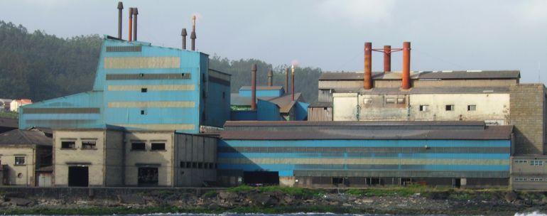 Vista de la fábrica de Ferroatlántica en Cee.