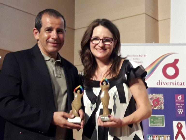 Carlos Arcaya, jefe de Contenidos de Radio Alicante, y Mónica Oltra, vicepresidenta del Consell y consellera de Igualtat