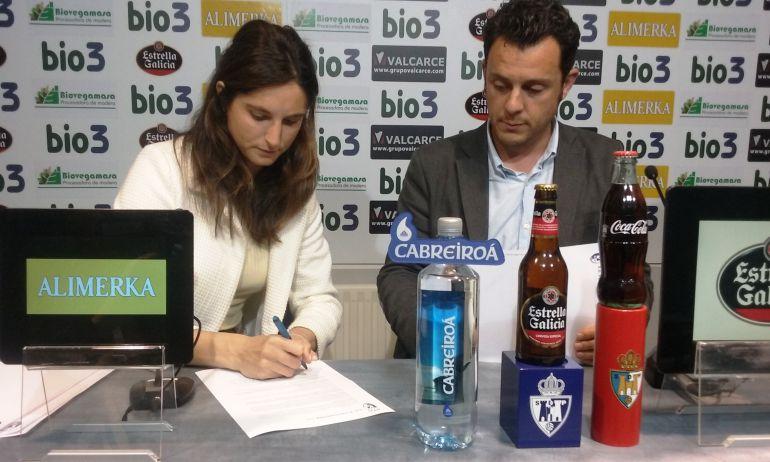 Firma del acuerdo de colaboración entre la Ponferradina y el club de hockey APG Bierzo Toni Sariol