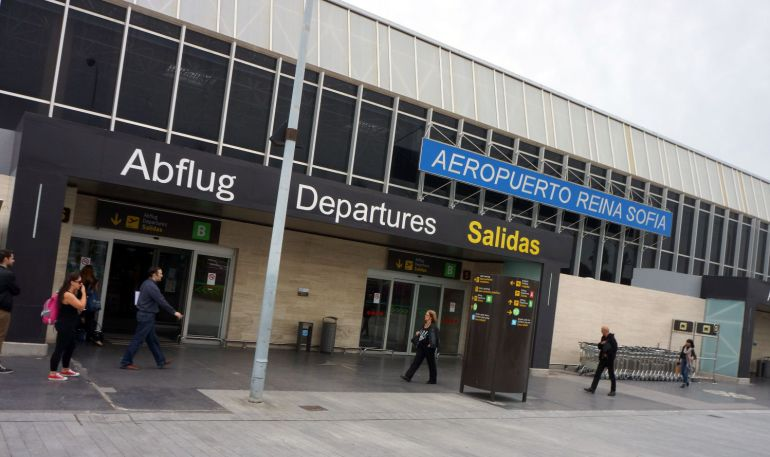 El Gobierno canario reprocha al Estado la falta de inversiones en los aeropuertos