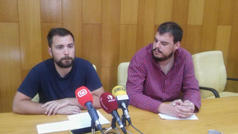Los ediles de IU, Javier Rivera e Iñaki Pérez en Elda