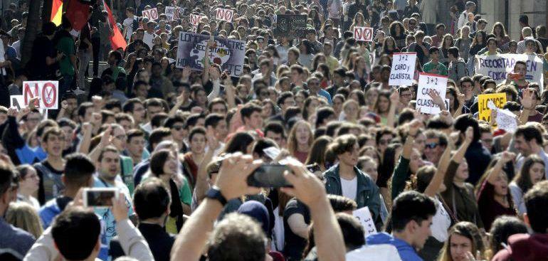 Marcha en Madrid contra las reválidas y la Lomce en 2016.