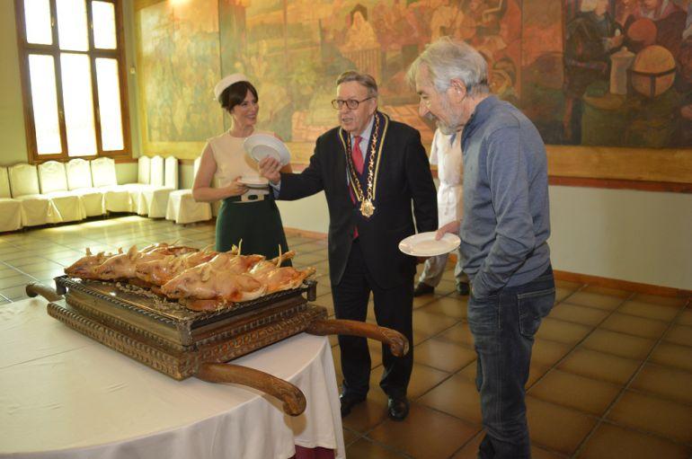 José Sacristán y Aitana Sánchez Gijón en el Hotel Cándido