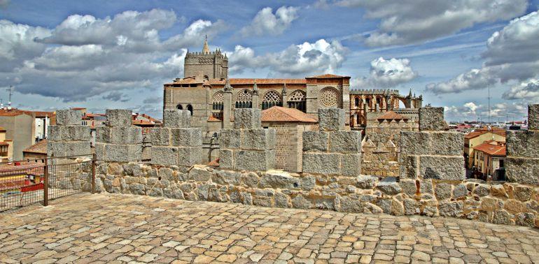 Vista de la Catedral desde el adarve de la Muralla