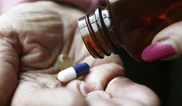 Según el geriatra Soria Perdomo, el 80% de las reacciones adversas a medicamentos pueden ser relacionadas a la dosificación y pueden ser predecibles.