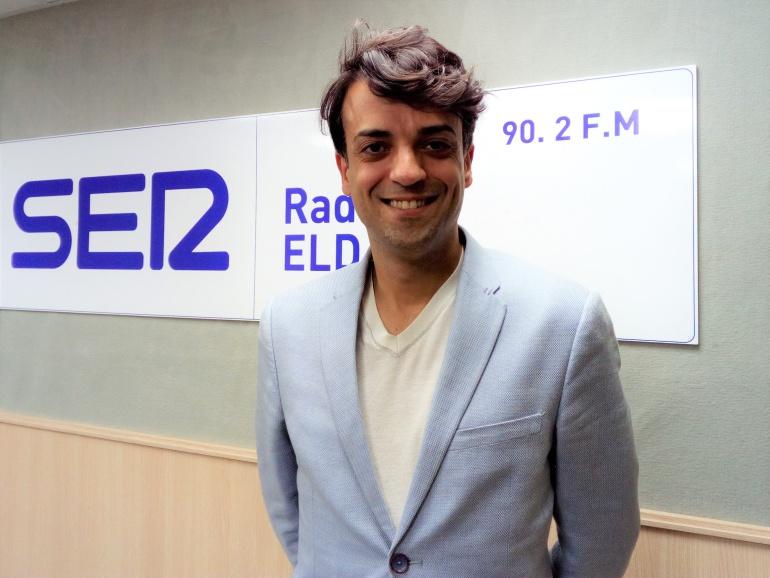 El actor eldense, Alejandro Vera, representa a Lorca en el Teatro Castelar