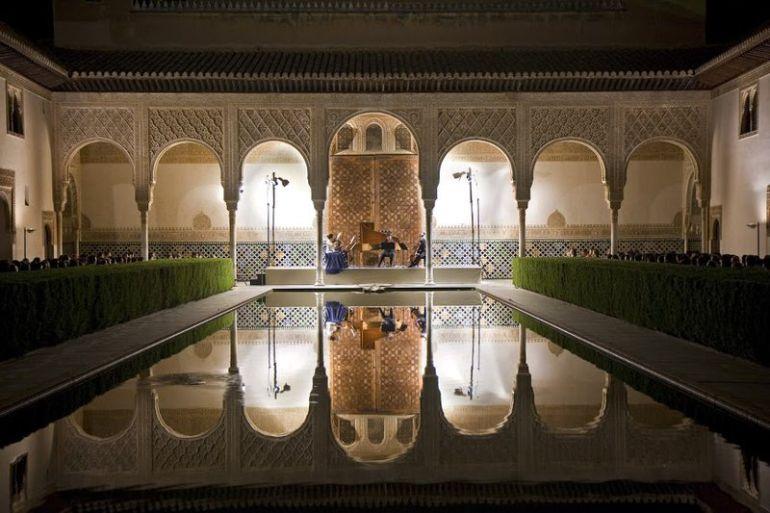 Concierto en el Patio de los Arrayanes de La Alhambra durante una edición del Festival de Música y Danza.