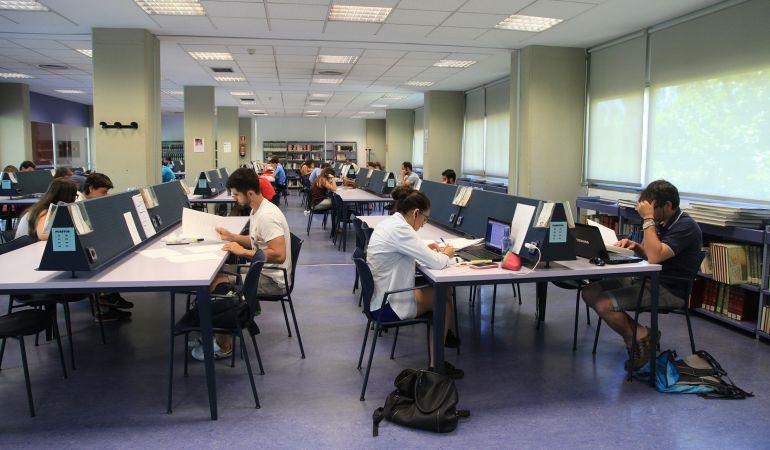 Las bibliotecas se llenan de estudiantes.